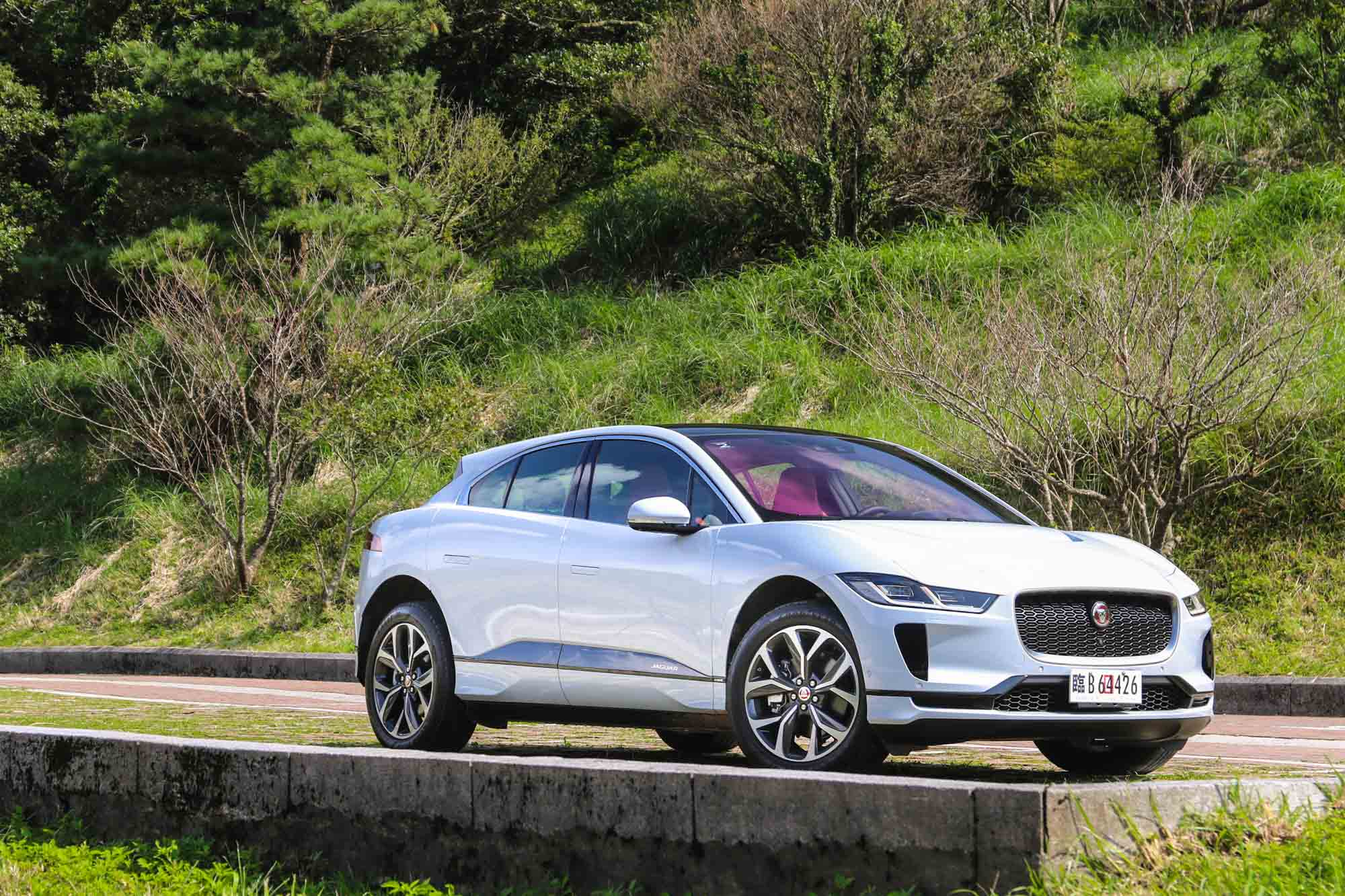 售價 333 萬起的 Jaguar I-Pace,會是你人生第一輛電動車的選擇嗎?