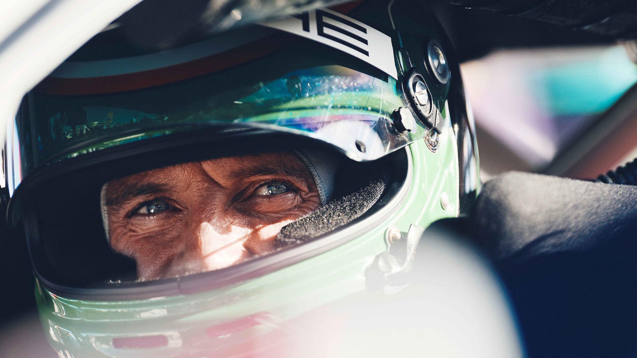 萬磁王上賽道!Michael Fassbender 利曼處女秀開 Porsche 911 征戰