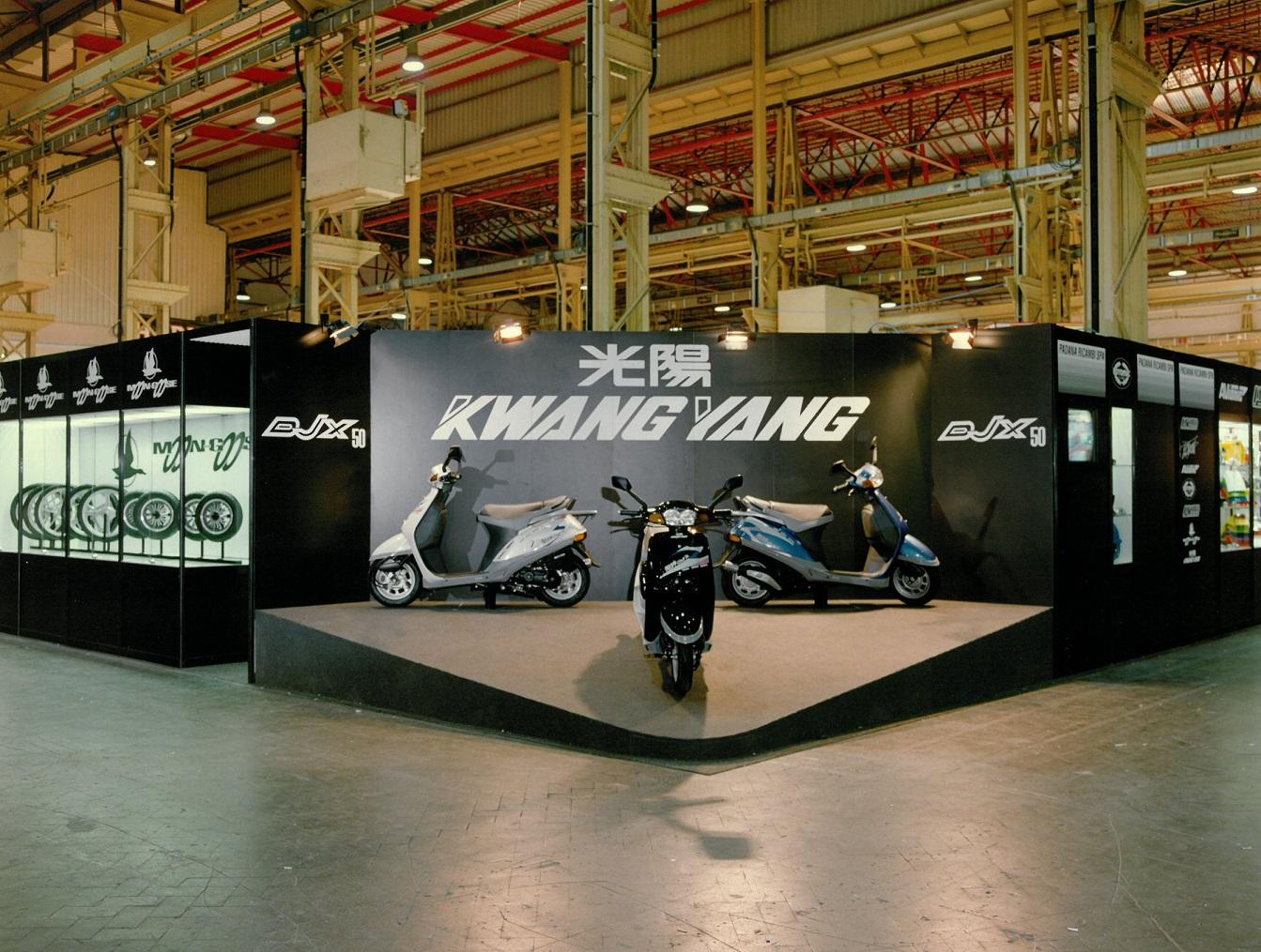 1991 年 Kymco 代理商首度參加米蘭車展。當時在國外車展攤位上還出現中文商標光陽與當時的英文商標 KWANG YANG。