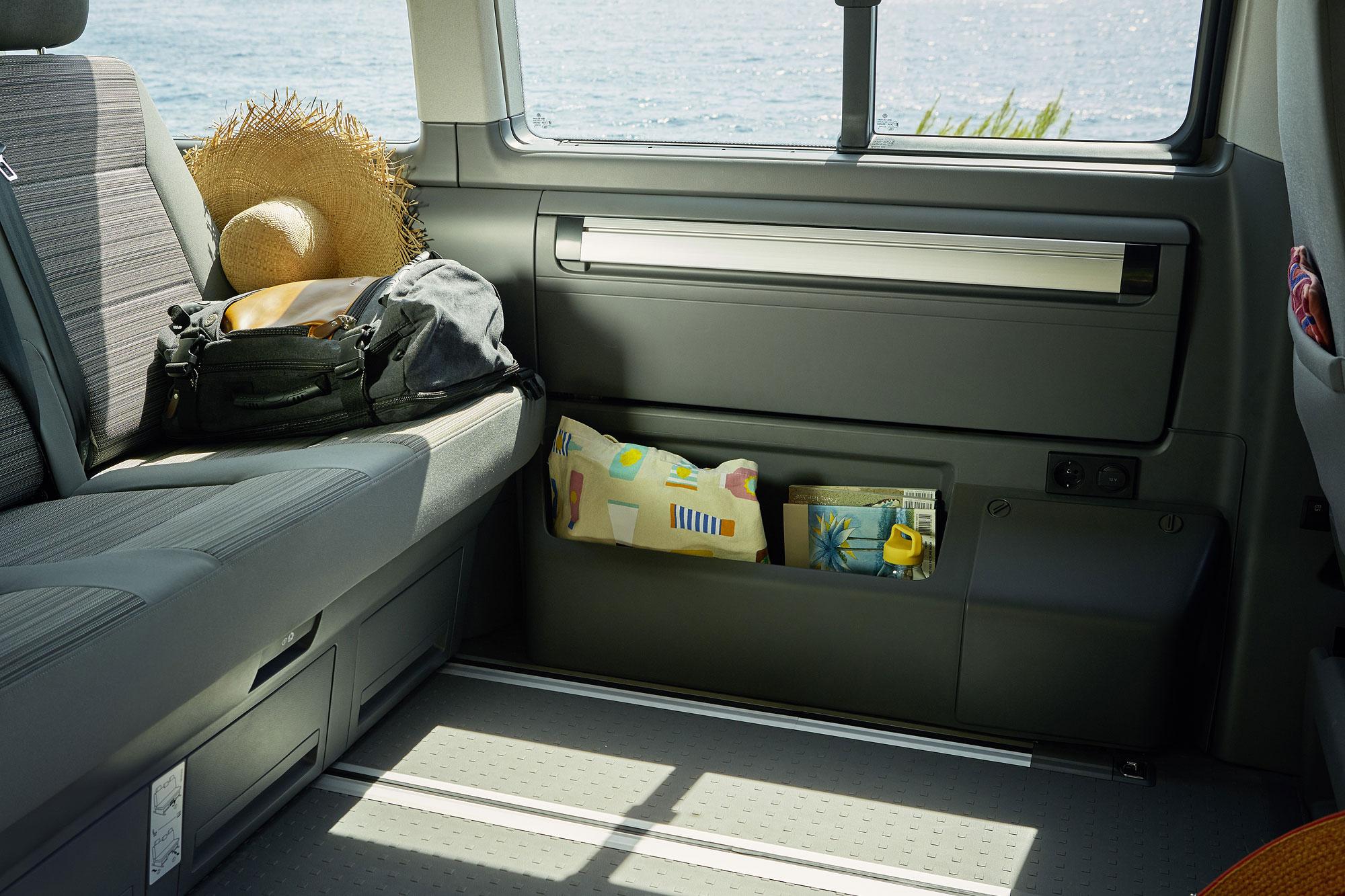 小廚房不用時可收納於車側面板。