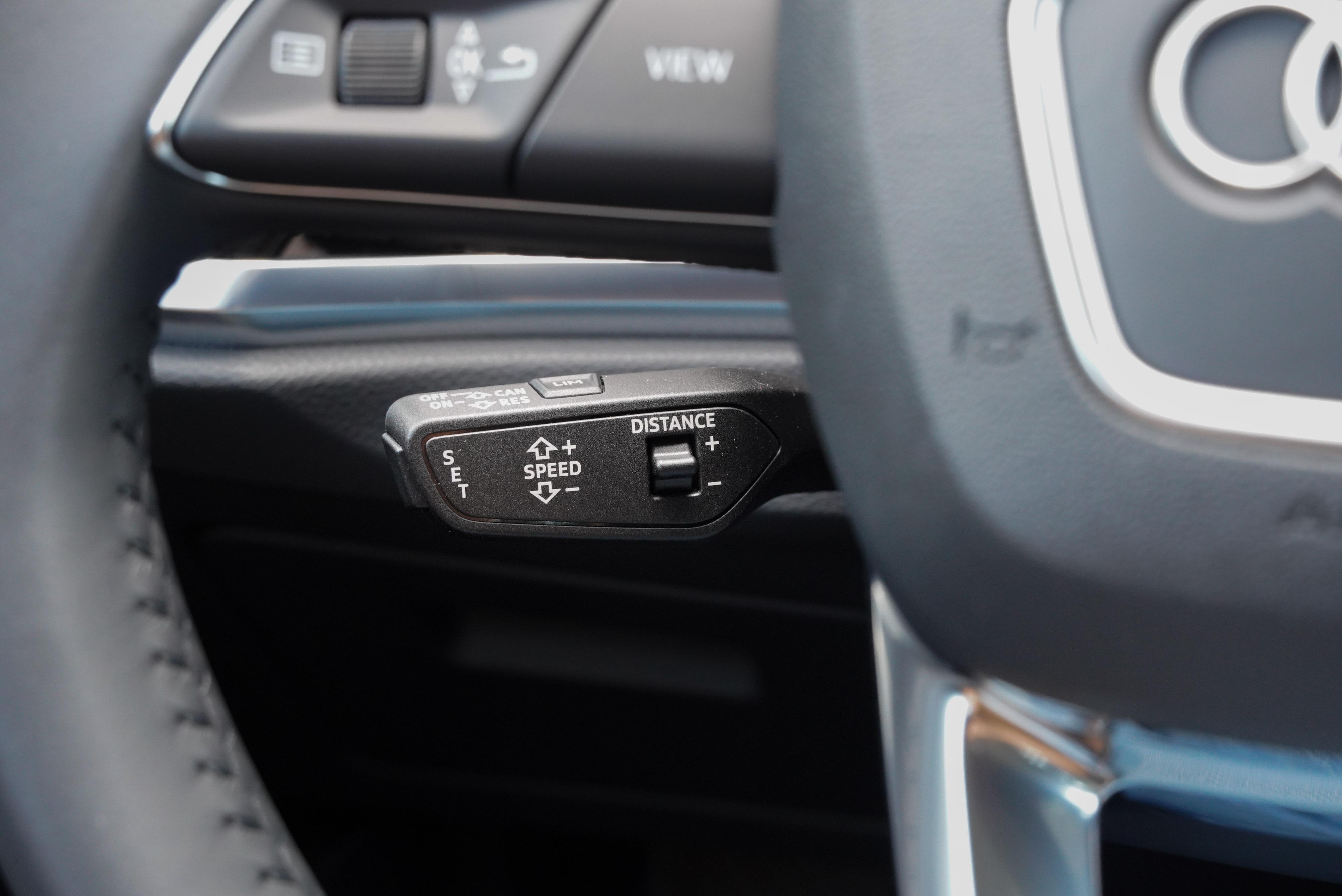 標配 ACC 主動式定速巡航控制系統(跟車系統)。此外還標配前方預警式安全防護系統、車道變換輔助系統、後方橫向車流警示等先進安全科技。