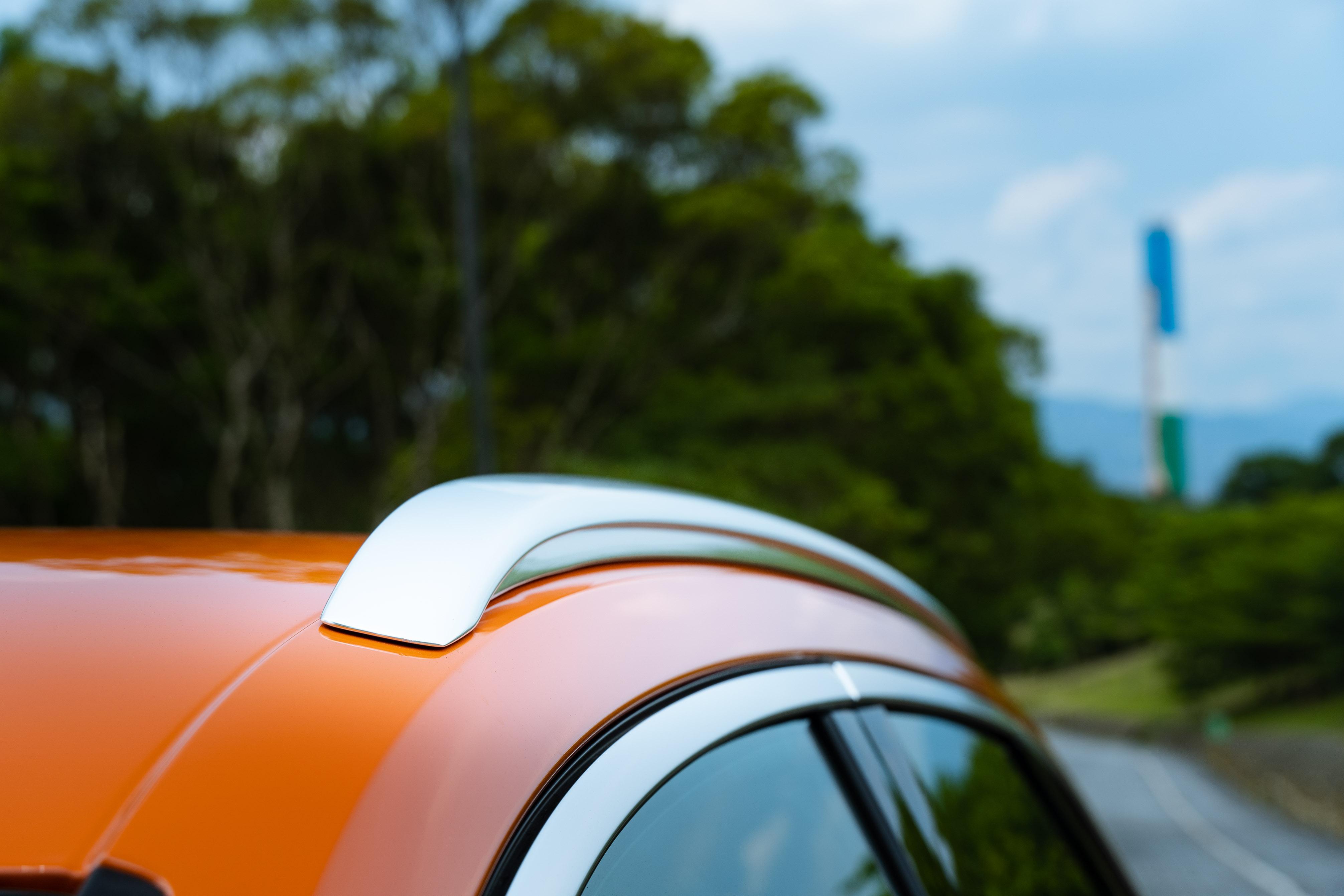 鋁合金車頂架是 Q3 專屬配備。