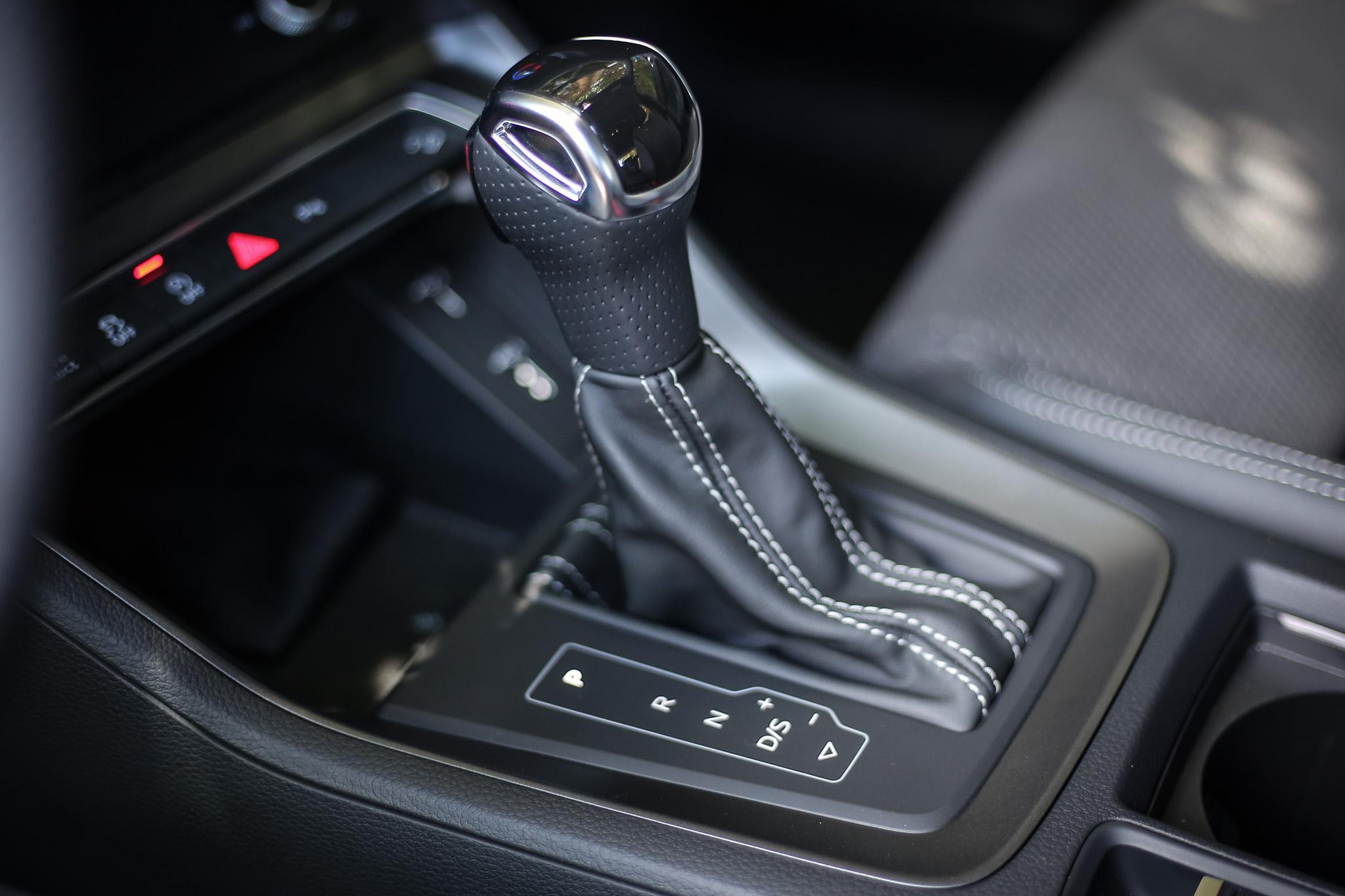 銜接 S-tronic 七速自手排變速系統,原廠數據顯示可於 7.4 秒完成 0-100km/h 加速過程。