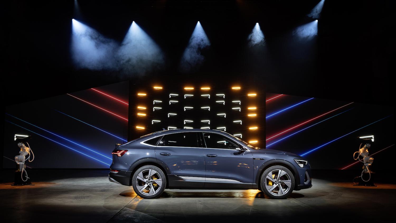 車燈魔術師最新力作!Audi e-tron Sportback 純電跑旅問世