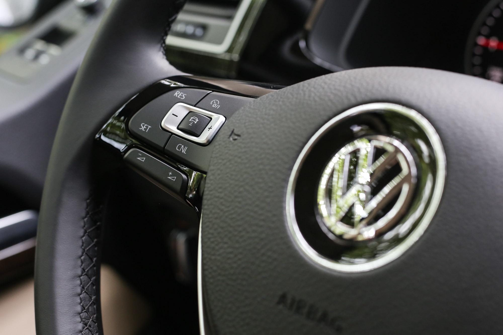 ACC 主動式車距調節巡航系統整合 Front Assist 車前碰撞預警系統與 AEB 自動輔助緊急煞車功能,大幅提升主動安全表現。