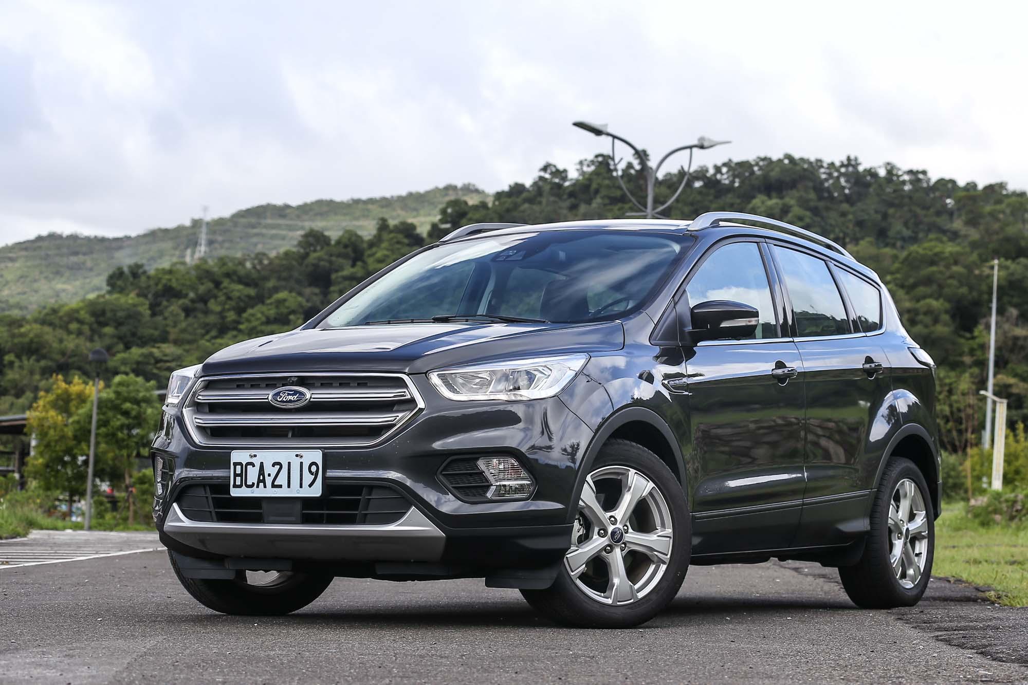 試駕車型為售價 99.9 萬元的 Kuga EcoBoost182 CP360型。