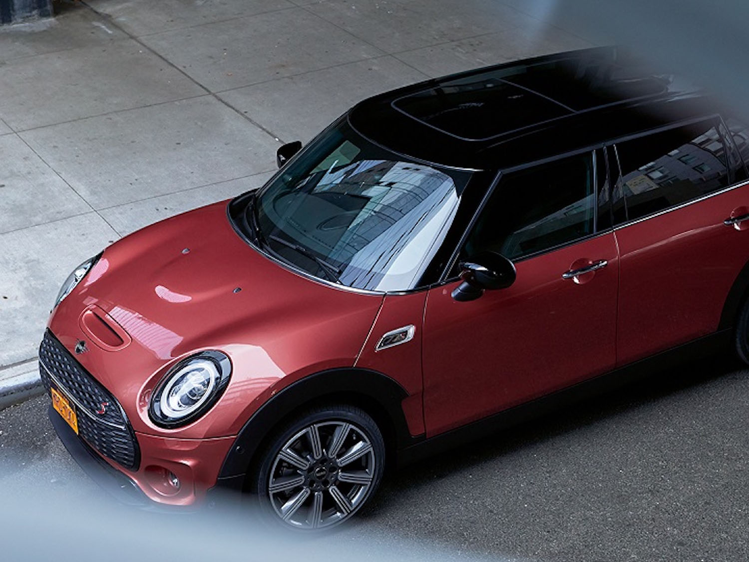 MINI Clubman 全新車色 Indian Summer Red。