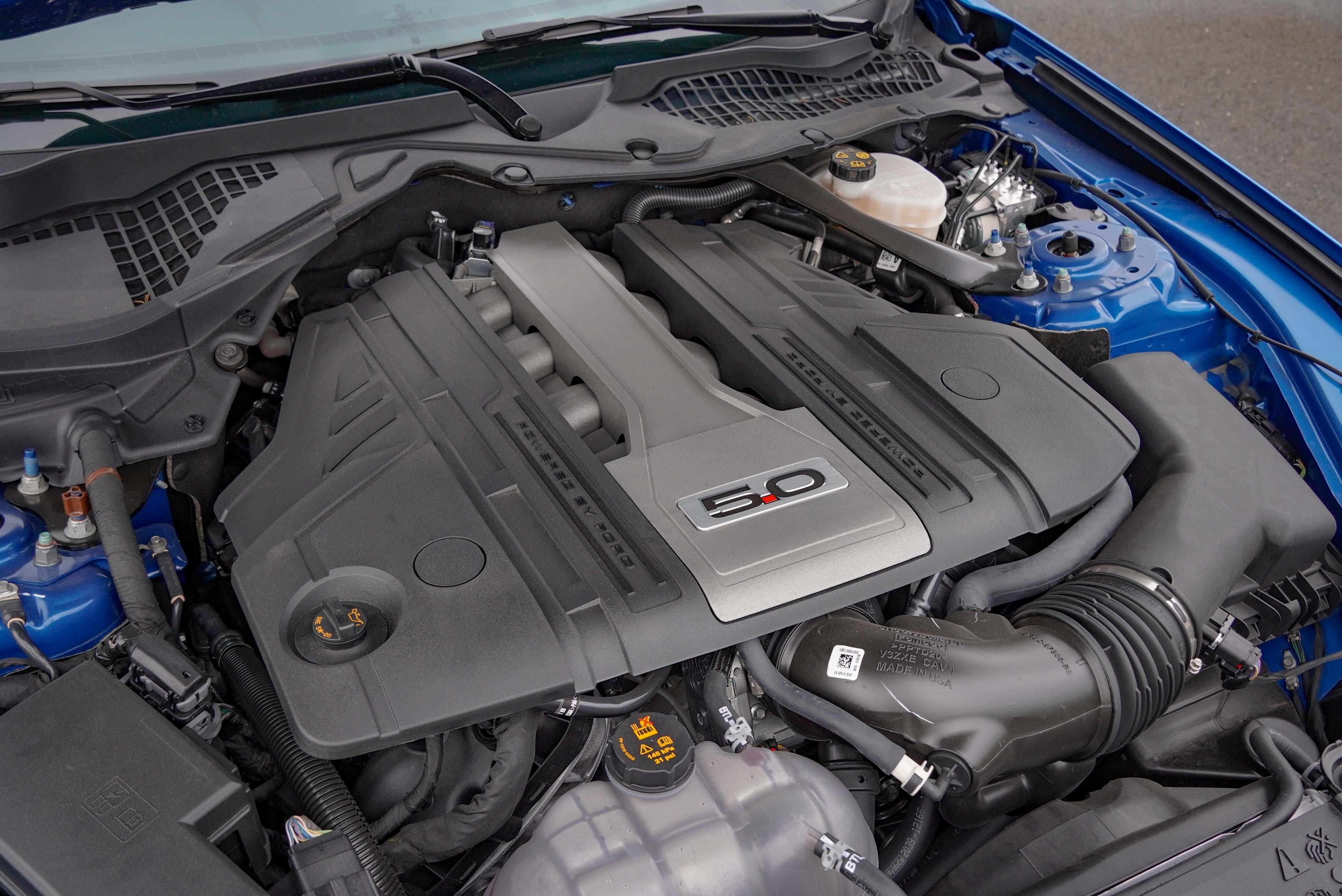 Ti-VCT V8 自然進氣汽油引擎輸出達 450 hp/7,000 rpm、54 kgm/4,600 rpm。