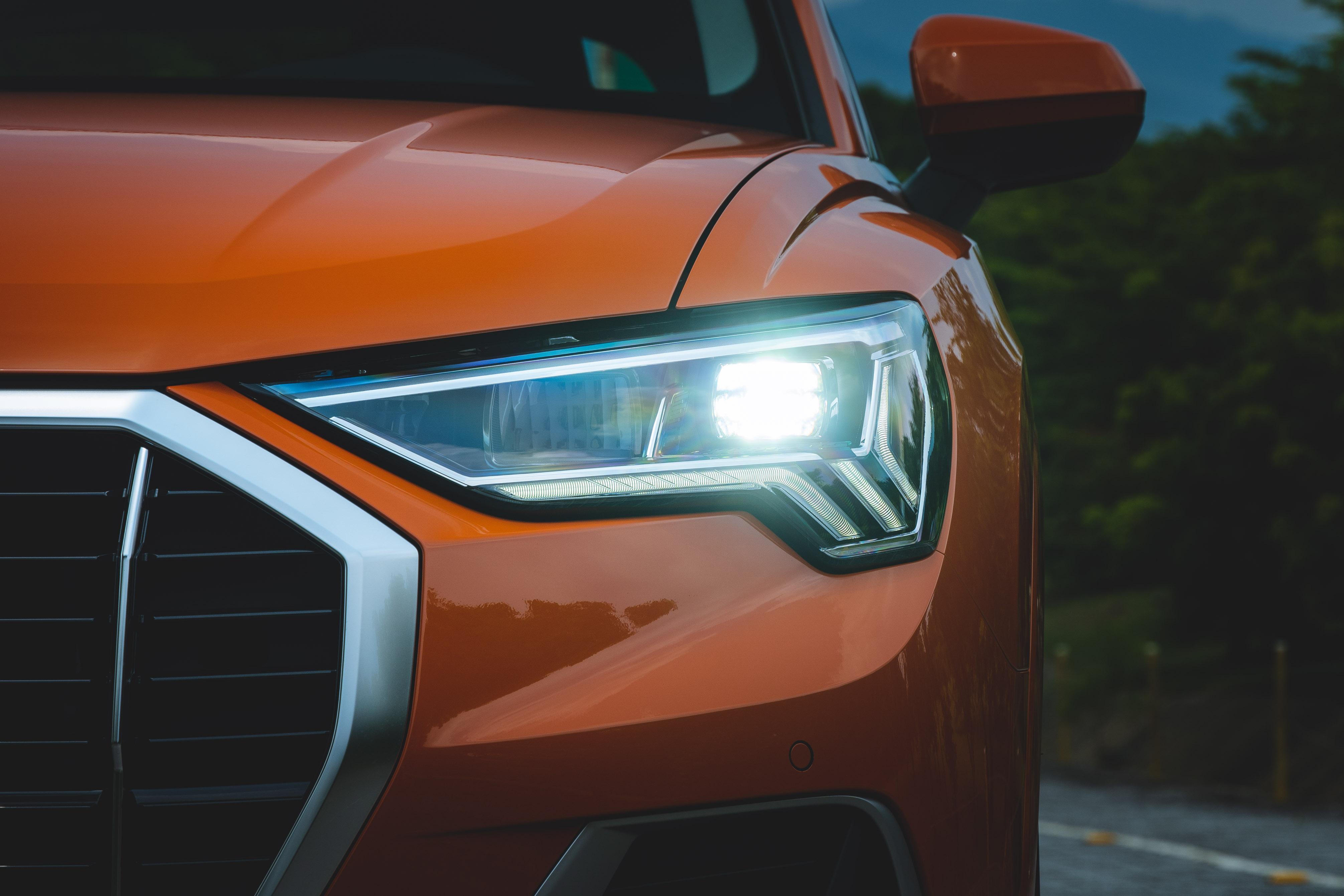全車系標配 LED 極光頭燈組。