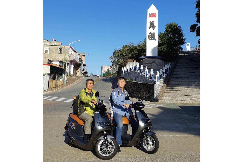 中華汽車協理 錢經武(右)表示中華汽車與聯眾網路科技總經理 孫治國。