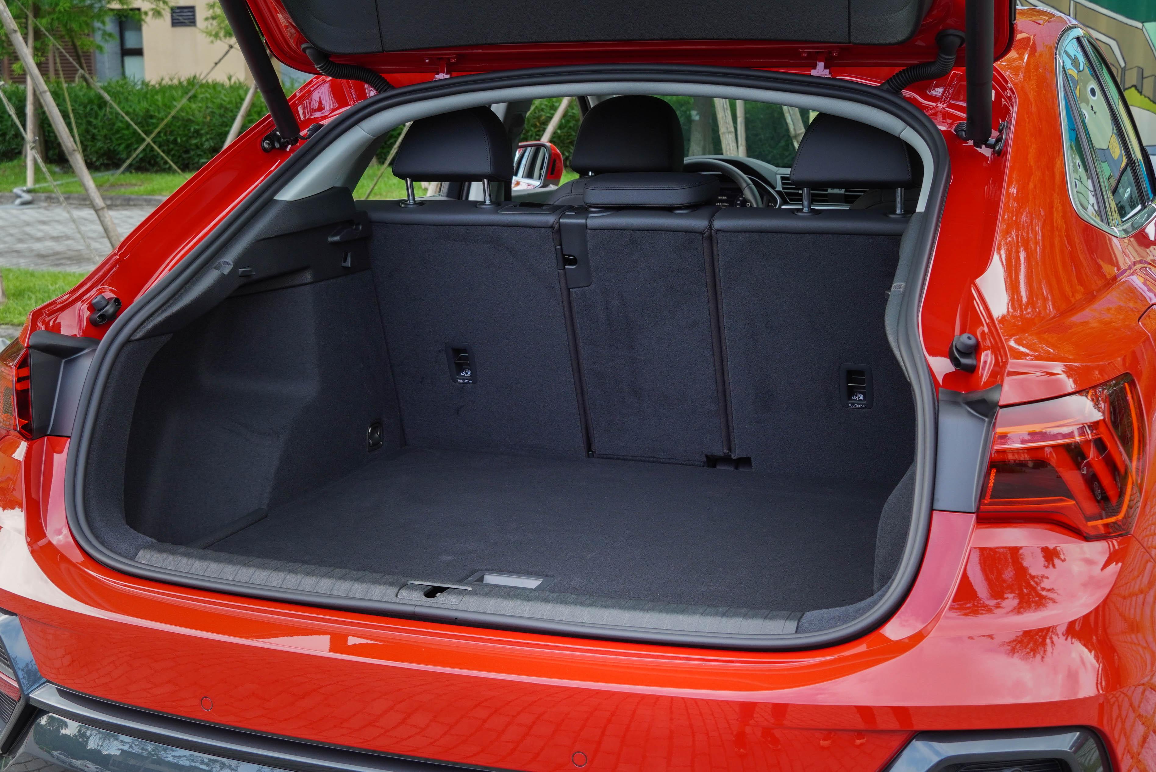 行李廂基本容積為 530 公升。