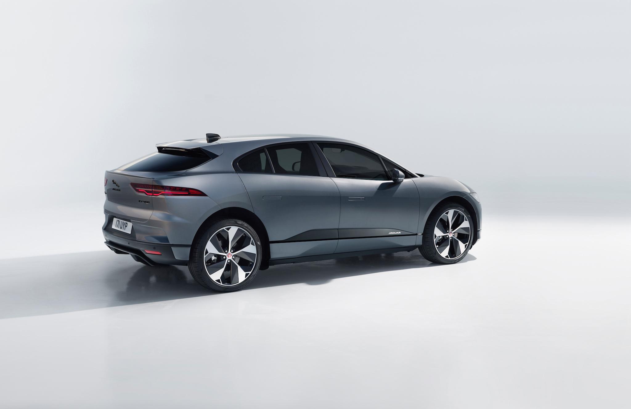 新增 Eiger Grey 車色。