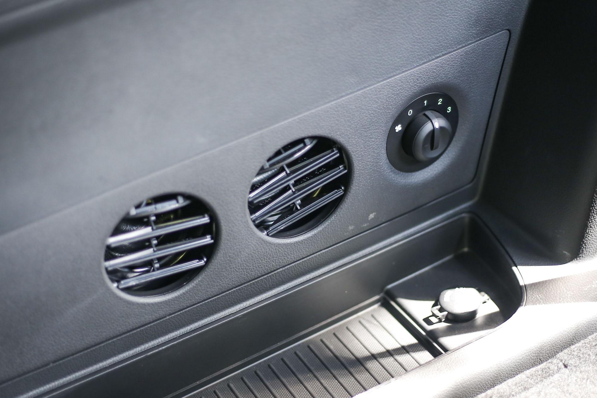 第三排也有空調出風口,增加乘坐舒適度。