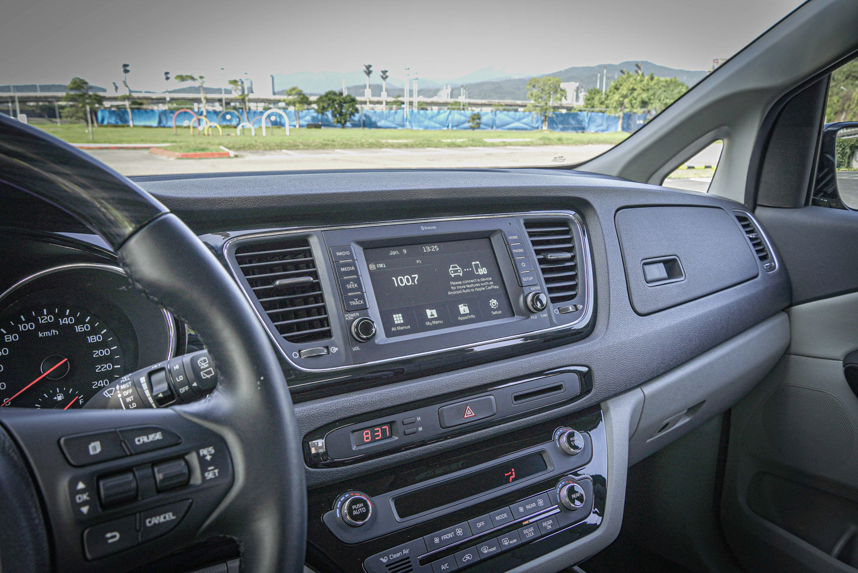 頂級車款配備 7 吋多媒體影音觸控系統,支援 AppleCarplay/Android Auto 功能。