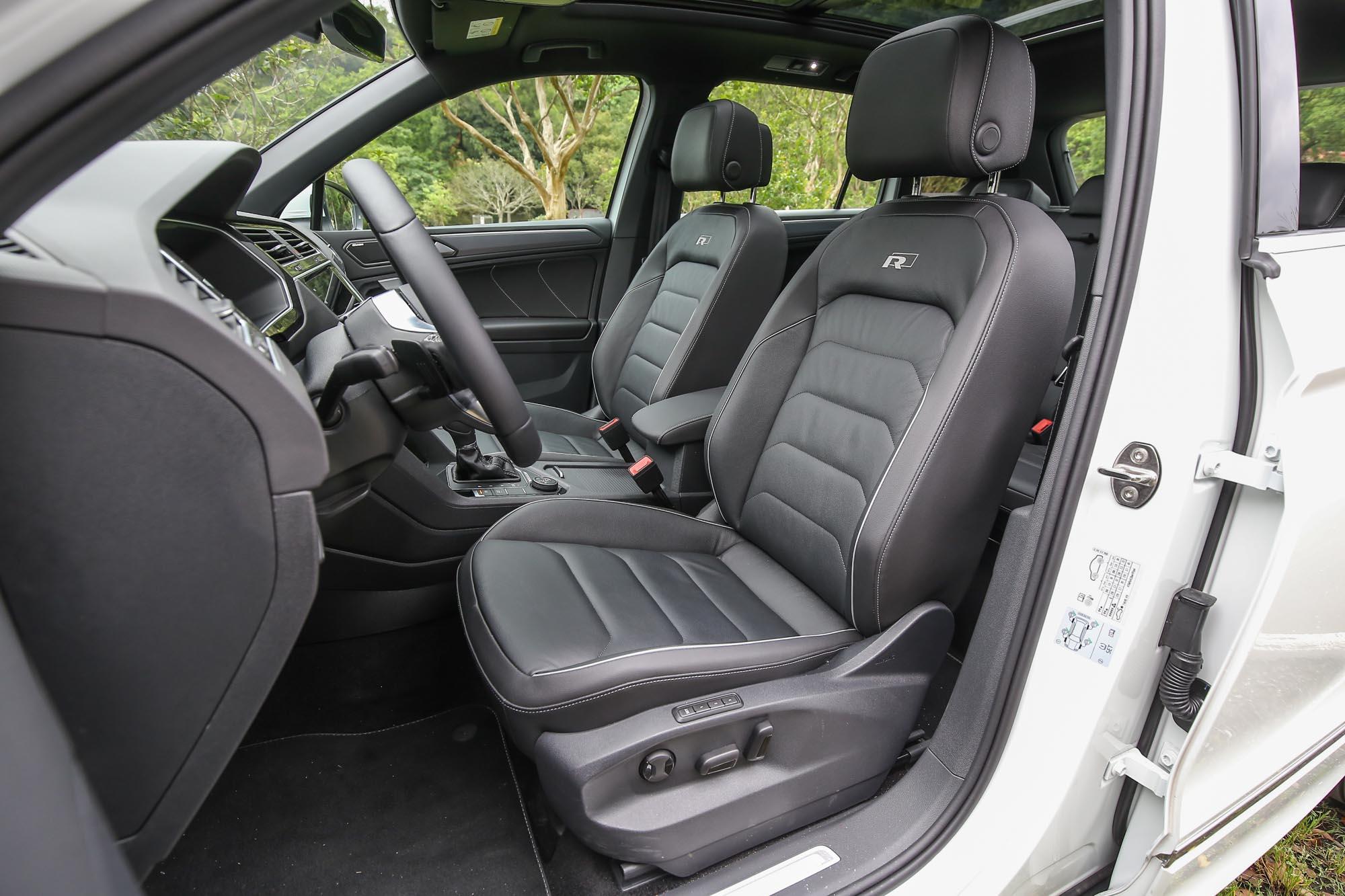 配備運動型真皮座椅,包覆性與造型都夠水準。