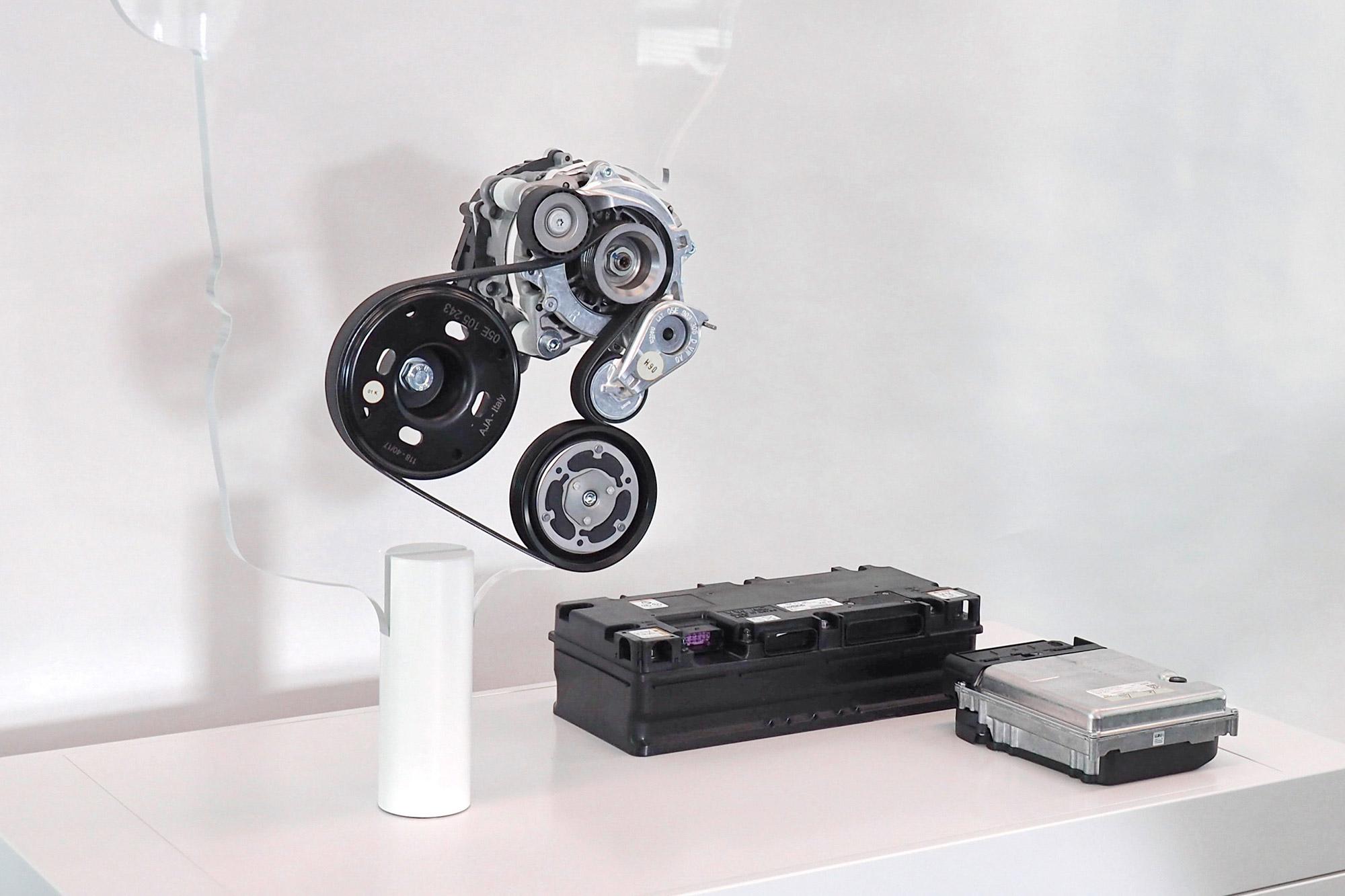 目前主流的 Mild-Hybrid 系統,大多以啟動馬達發電機的小型馬達為核心,搭配小型鋰電池組。