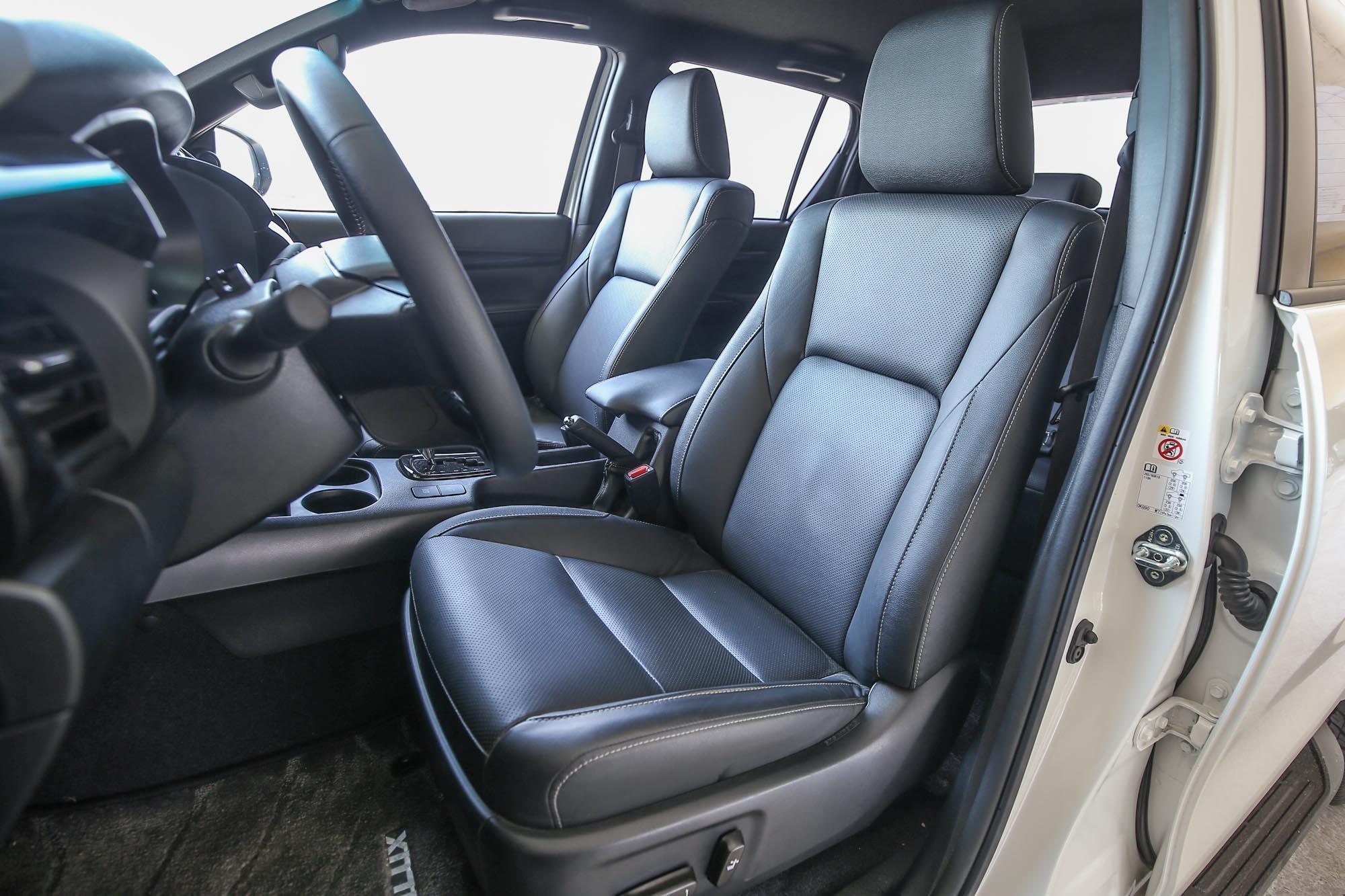 駕駛座具備電動八向調整功能。