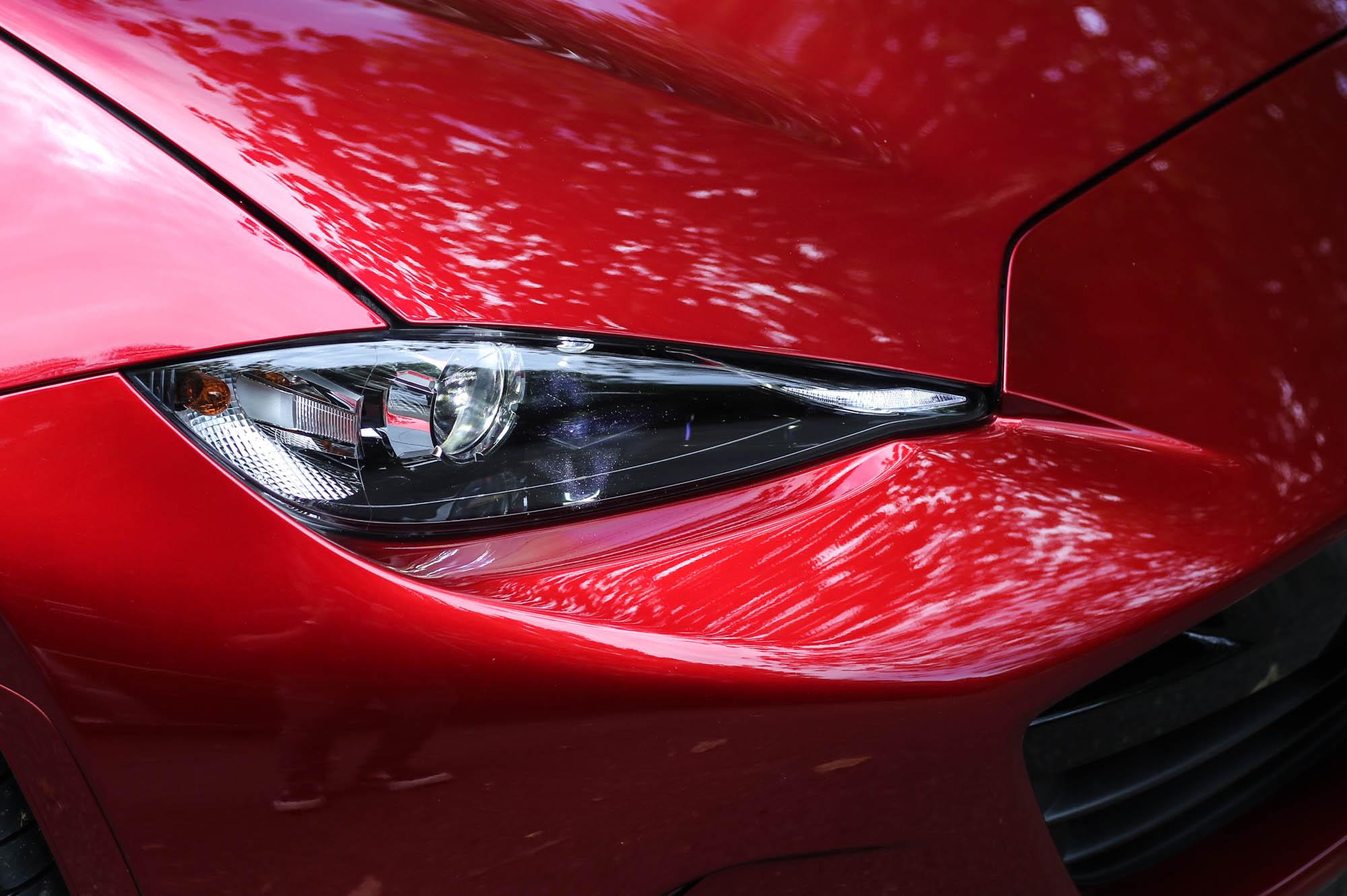 LED 頭燈為車系標配。