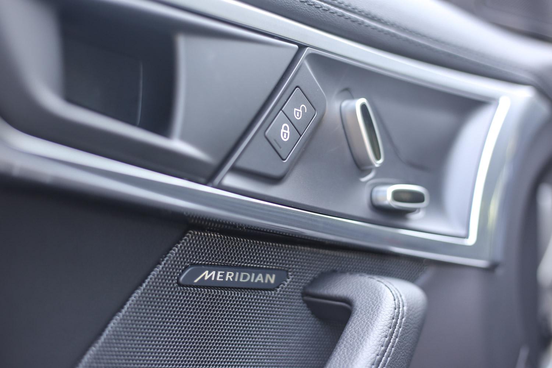 包含試駕車型與以下等級車款,皆配備英國 Meridian 380W 頂級音響系統。