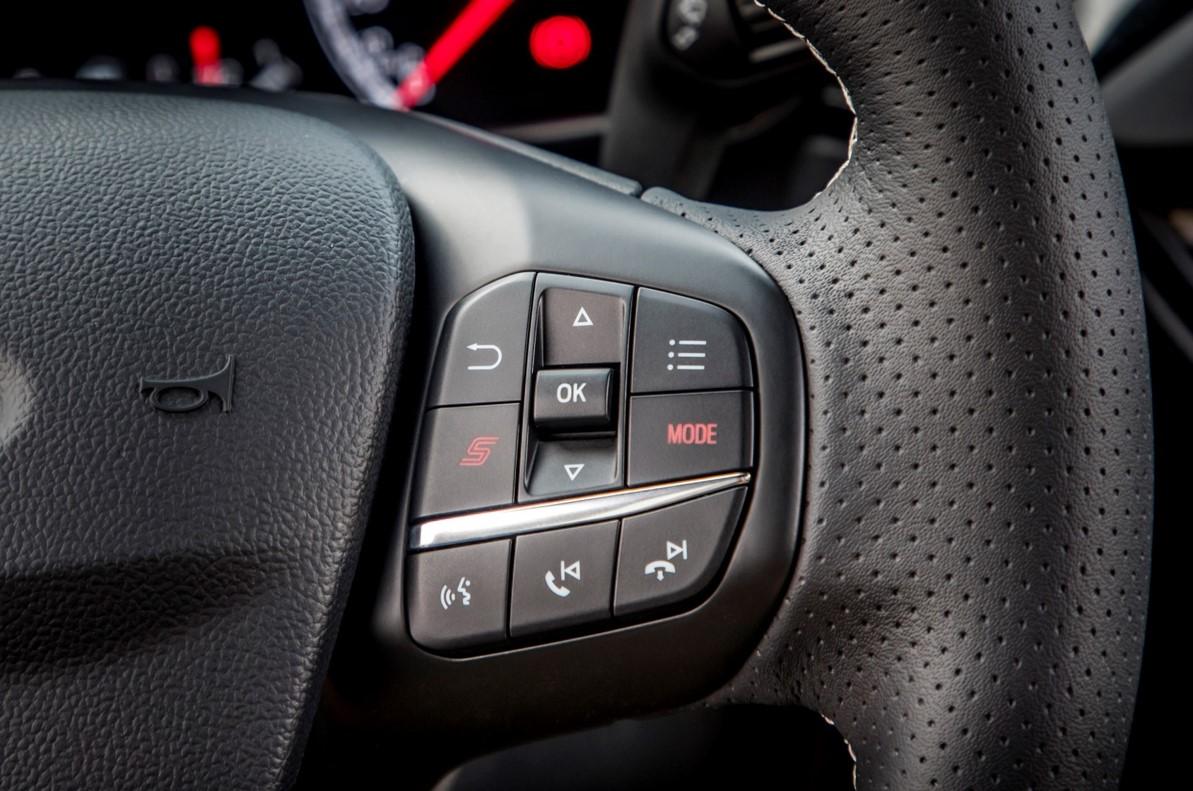 Ford Focus ST Wagon 具備動態行車模式切換系統,因應防滑(Slippery/Wet)、標準(Normal)、運動(Sport)與跑道(Track)四種駕駛模式。