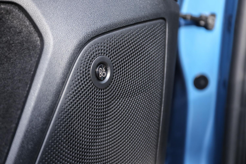 B&O 重低音環艙音響。