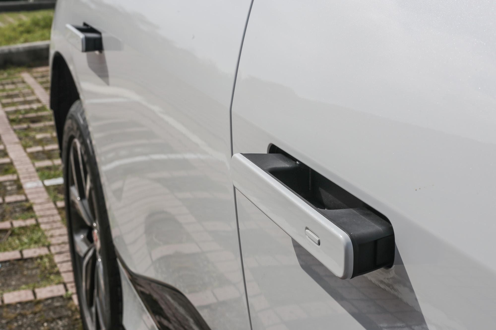 隱藏式的車門把手也是降低風阻的關鍵之一。