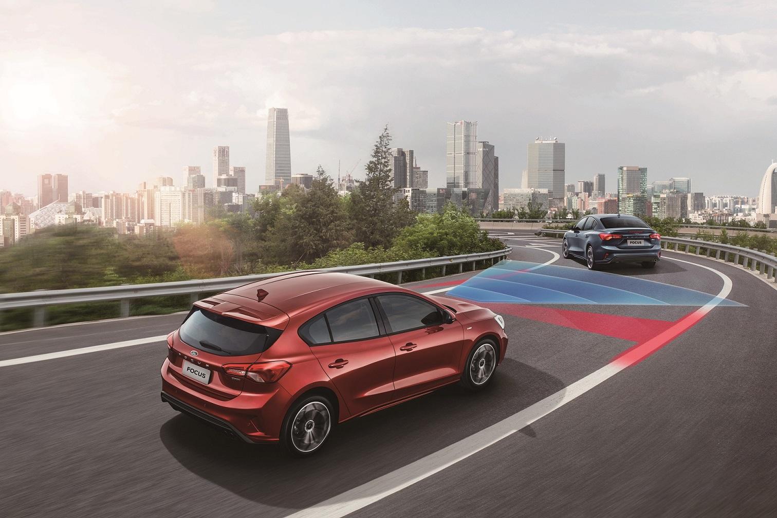 Ford Co-Pilot360 包含在 0-200kmh 內可作動的 ACC Stop & Go 全速域定速巡航調節系統(附低速跟車)與 LCA 車道導正輔助系統。