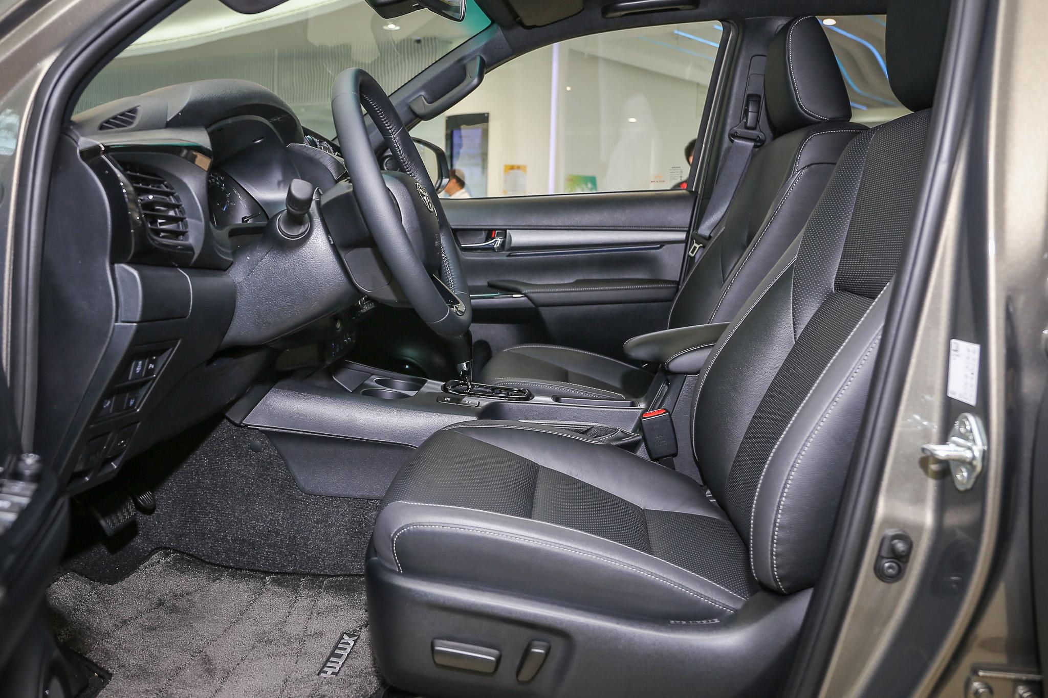 座椅改用黑灰雙色設計,更新增雙前座通風座椅。