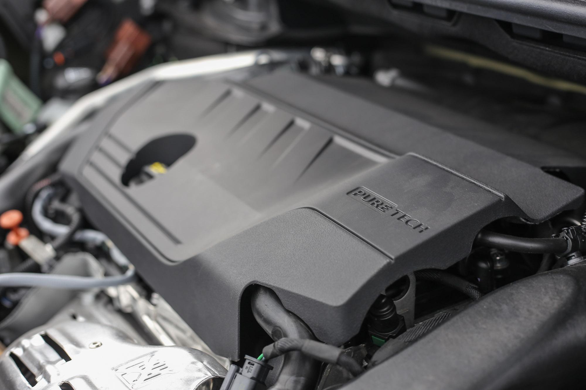 搭載 1.6 升渦輪增壓汽油引擎,具備 180bhp/5500rpm 最大馬力與 250Nm/1650rpm 最大扭力輸出。