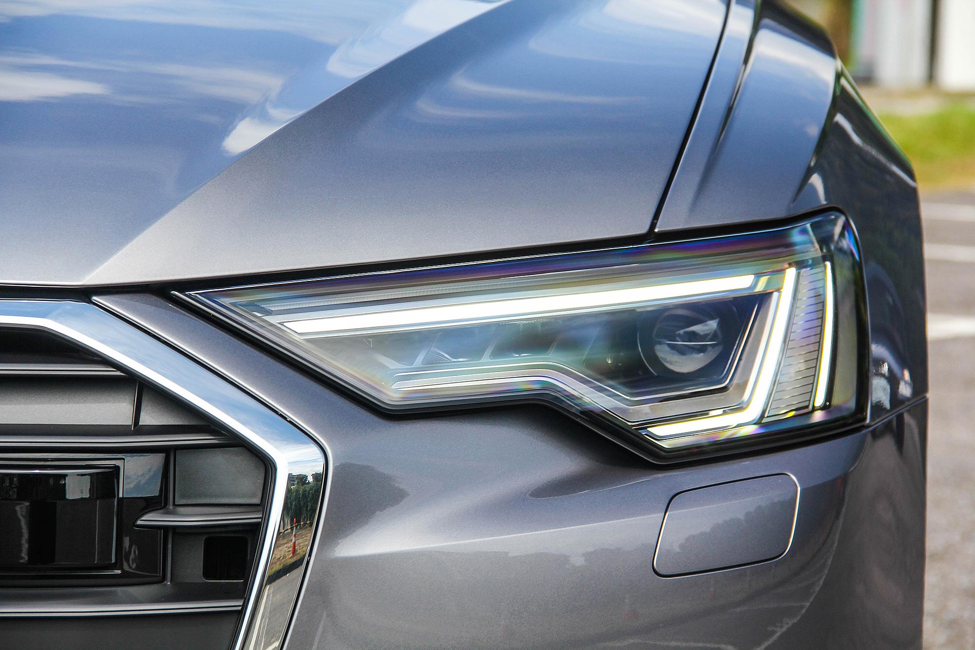 Matrix LED 矩陣式 LED 頭燈為 Premium 車型以上的標準配備。