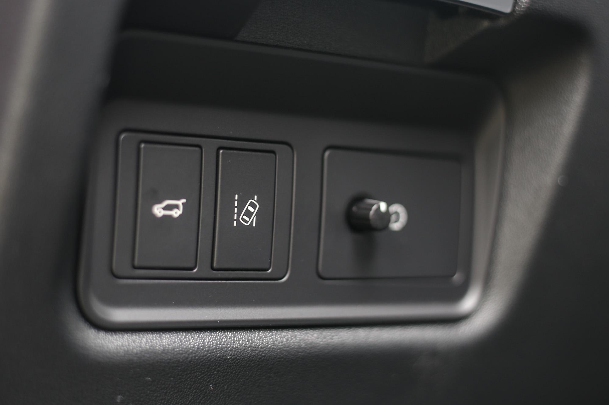 配備車道維持輔助系統,但要到219萬元以上的P250 SE車型才會配置時興的ACC主動式定速巡航系統。