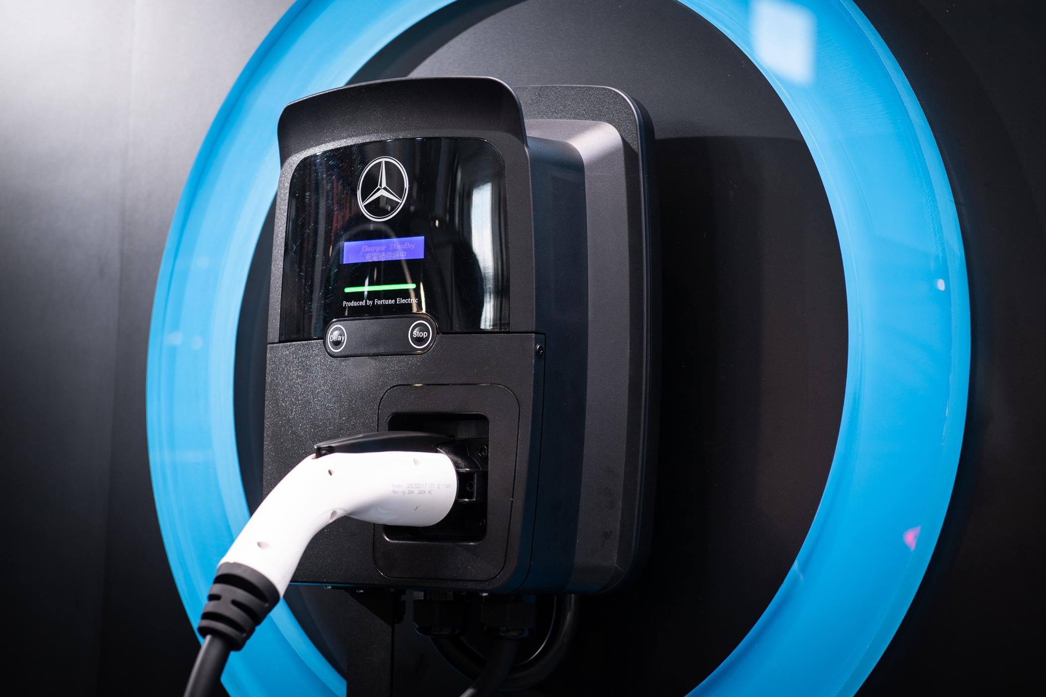將協助到府評估及安裝壁掛式充電器(壁掛式充電器免費,安裝費則視實際情況另計)。