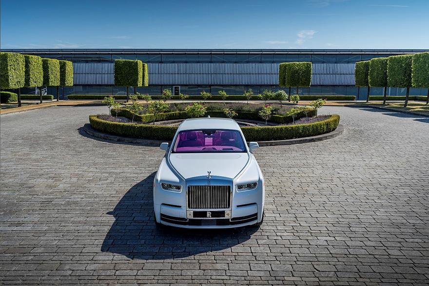 1907 年至今, Rolls-Royce 全車系仍保有品牌標誌性的帕特農神廟式進氣格柵