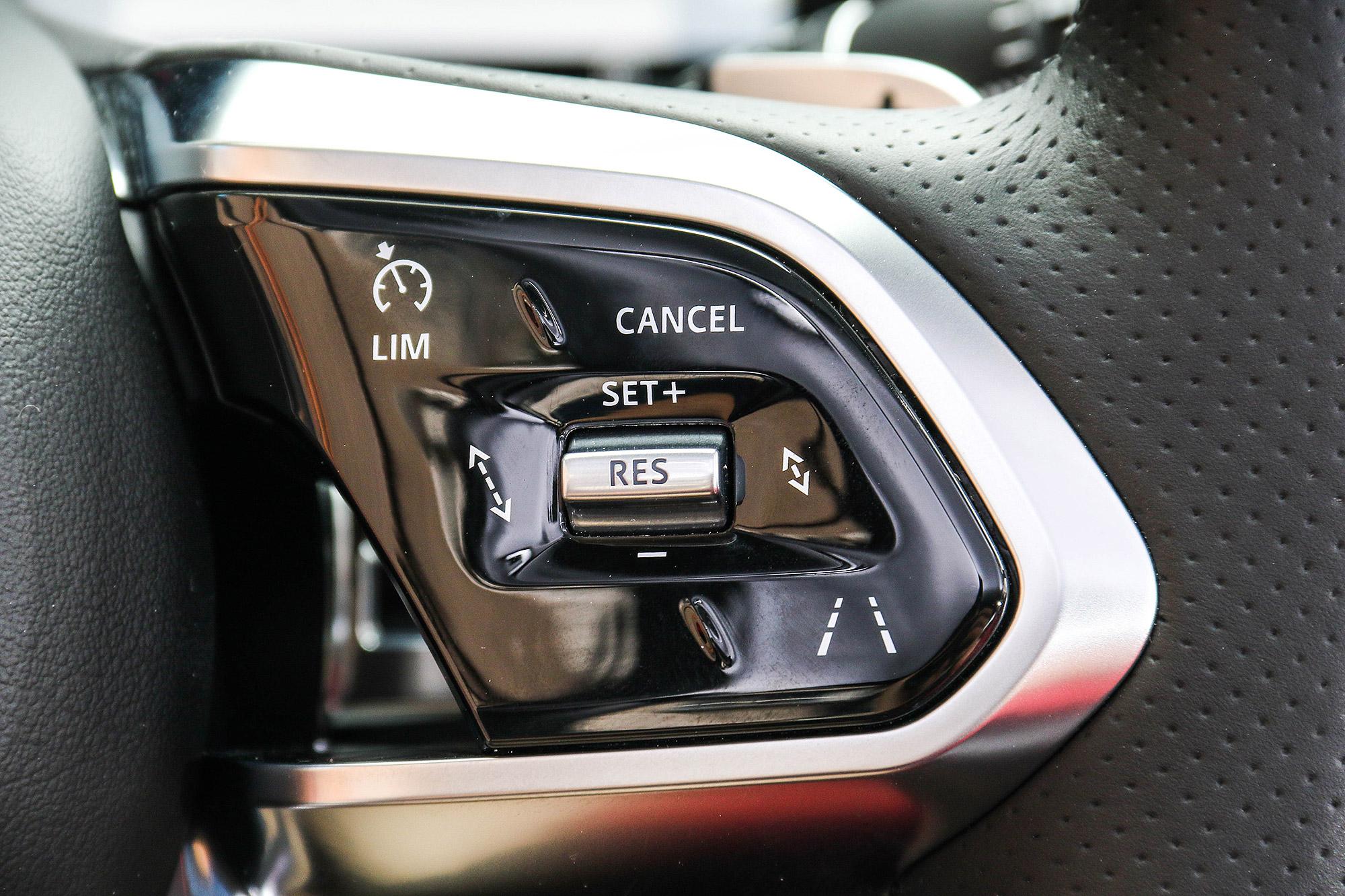 標配 ACC 主動車距控制巡航系統與車道維持輔助系統。