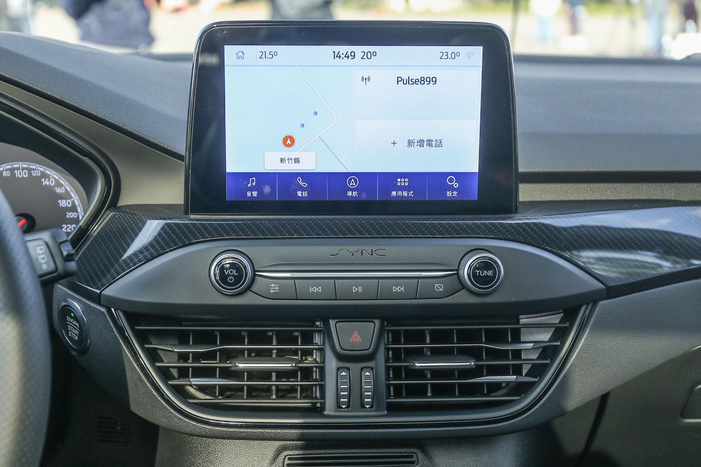 標配 8 吋懸浮式全彩 LCD 觸控螢幕,搭載 SYNC®3 及原廠中文衛星導航系統。