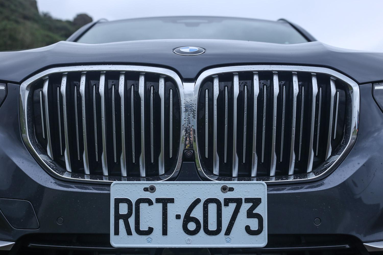 主動式進氣調節水箱護罩為 X5 車系標配。