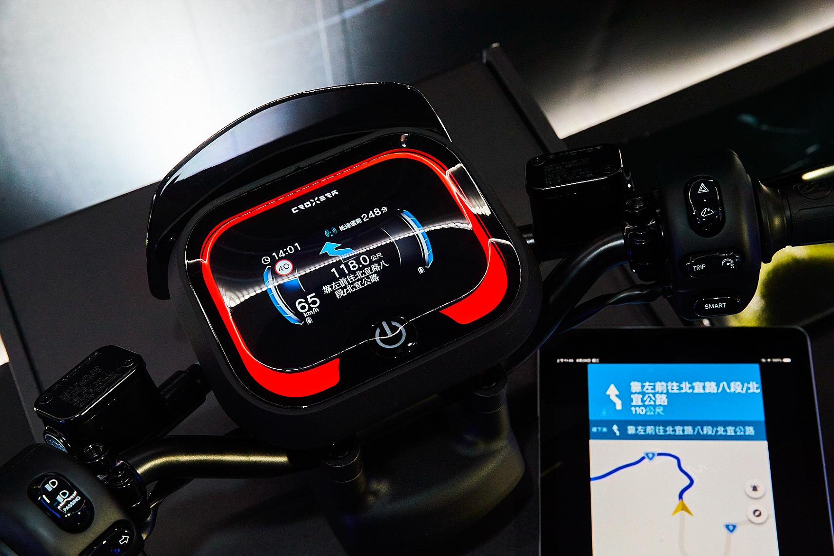 Ai-1 Sport 搭載 CROXERA 智慧儀表系統,提供業界首創「一鍵導航到換電站」功能。
