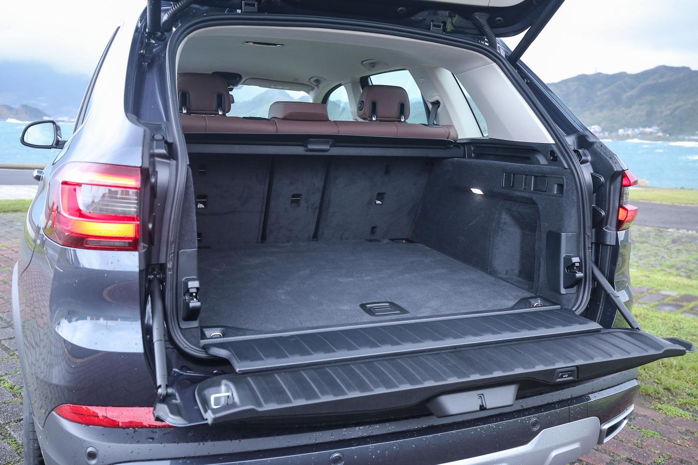 標準乘坐下,後廂置物容積就高達 650 公升。