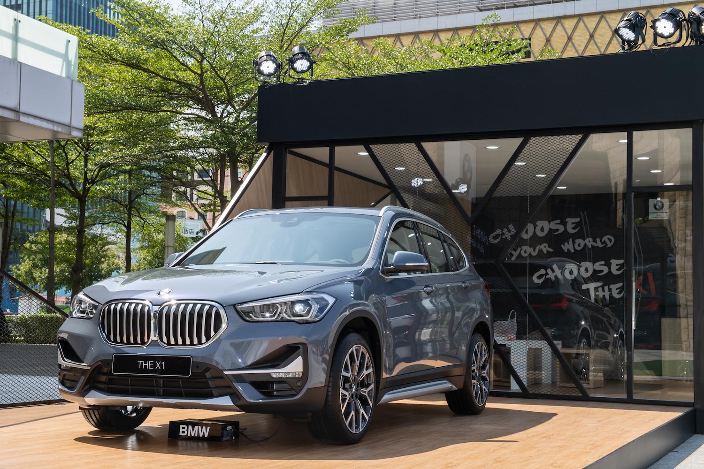 BMW X1 全新設計包含加大的一體式水箱護罩與新式 LED 頭燈。