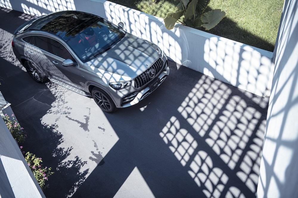 Mercedes-AMG 家族語彙之鍍鉻直瀑式水箱護罩。