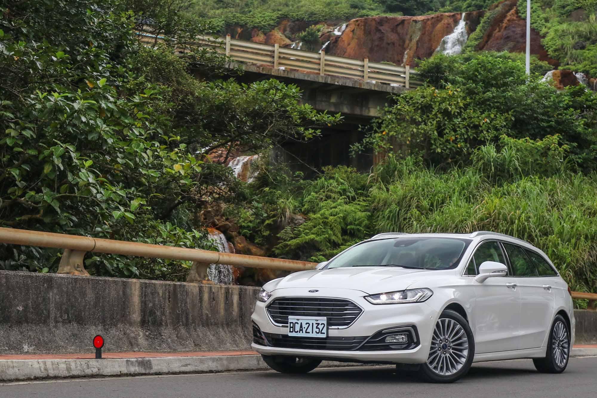 Ford Mondeo Wagon 在台灣提供 EcoBoost®240 單一車型,售價 132.9 萬。