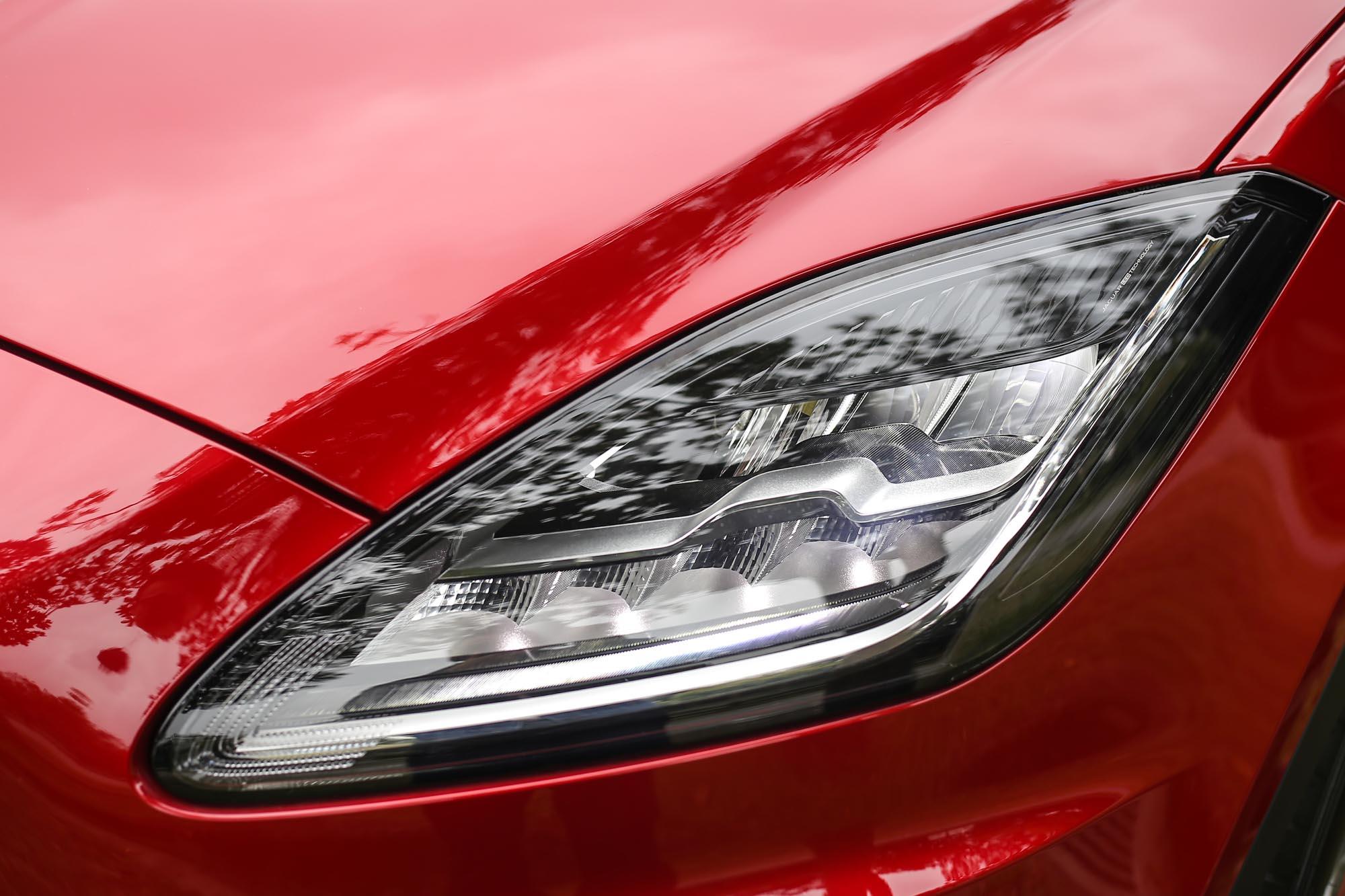 全車系標配LED頭燈。