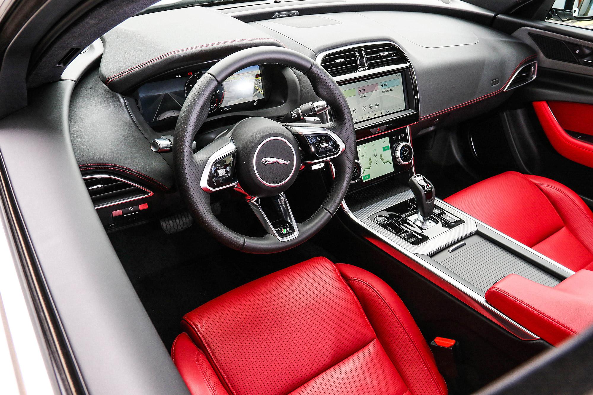 車內的更動幅度幾乎超越對於小改款的期待。