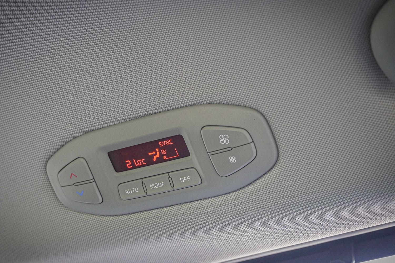 頂規車型配備三區獨立恆溫空調。