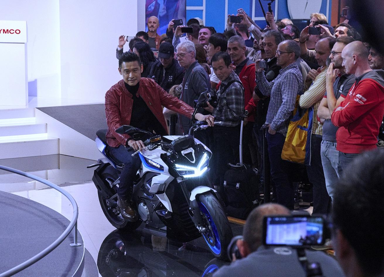 去年於車展上發表 RevoNEX 純電街跑重機。