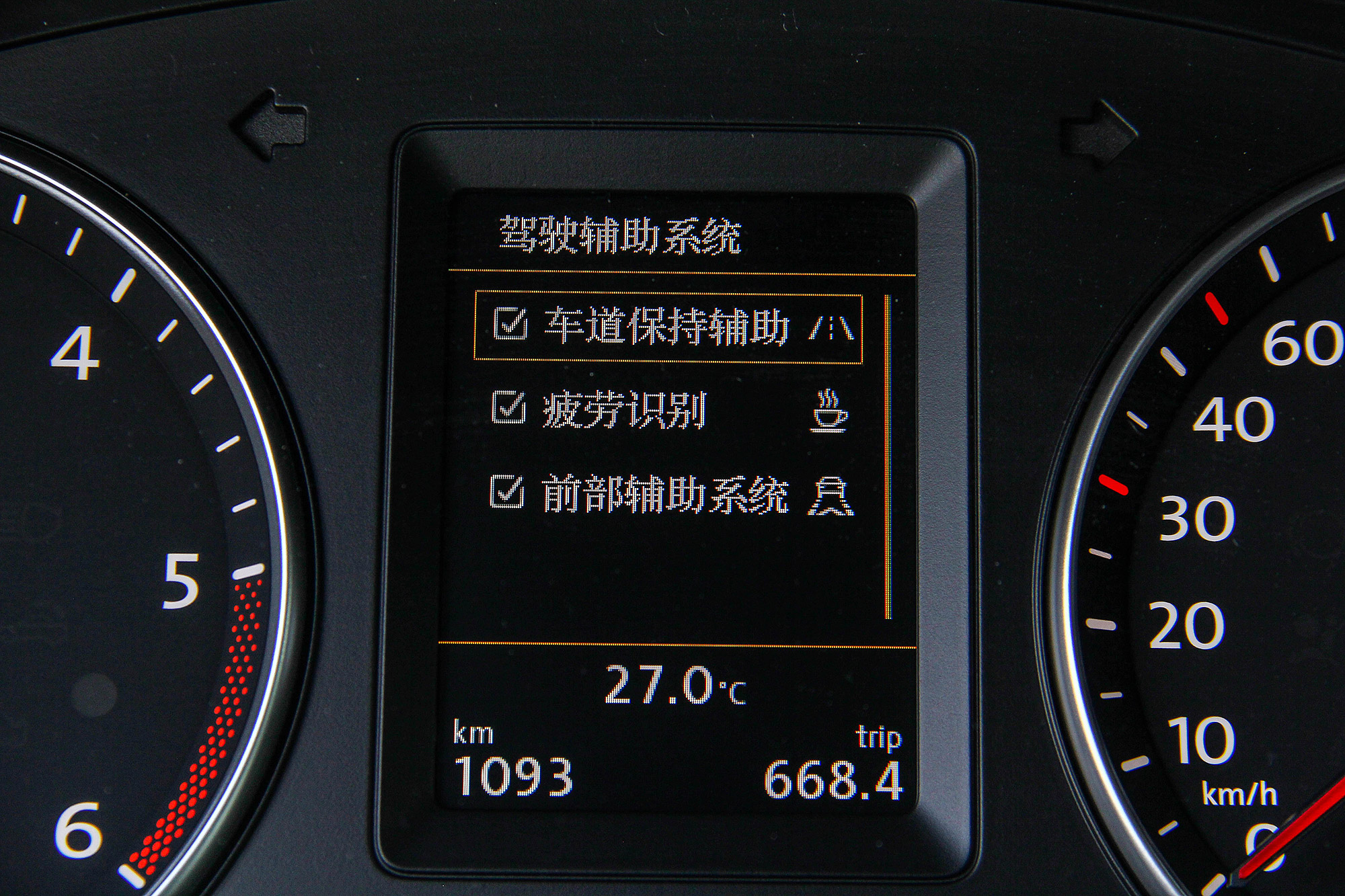駕駛疲勞警示系統也是標準配備。