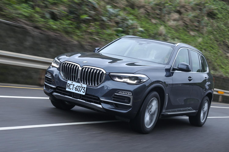 雖然沒有將 BMW 自豪的運動性能發揮得淋漓盡致,但讓人信心十足的穩定性,還是可以展現出此世代 X5 的市場優勢與價值。