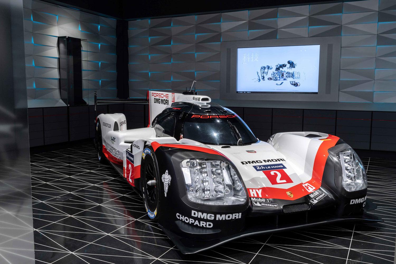 「E-Performance」展示保時捷發展電動化的歷程,現場限期展示賽道戰駒 919 Hybrid。