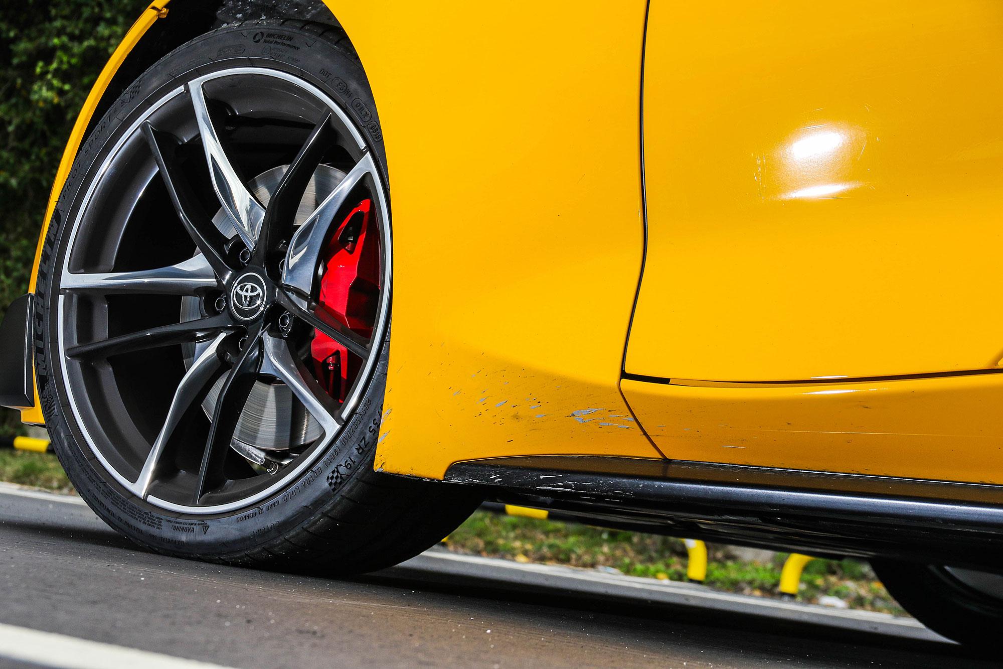 19 吋輪圈搭配紅色煞車卡鉗。