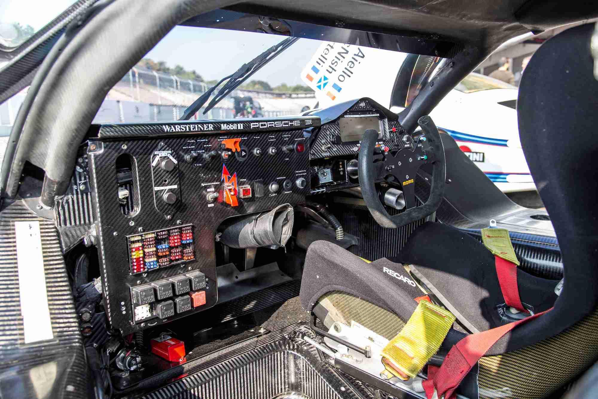 1998 年 Porsche 911 GT1 方向盤。